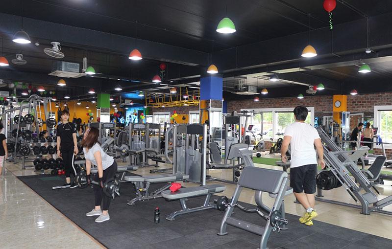 đèn chiếu sáng phòng tập gym