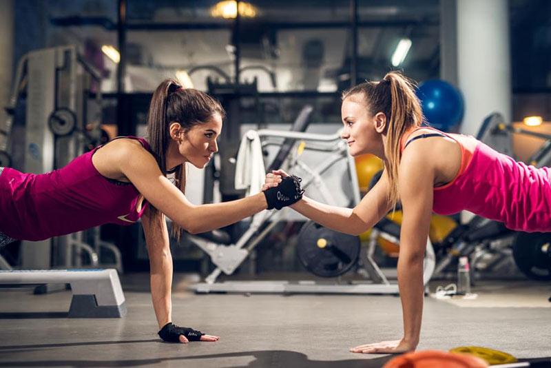 cùng bạn bè tập luyện để có động lực