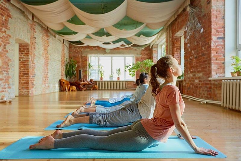 mo-phong-yoga-tiem-an-nhieu-rui-ro