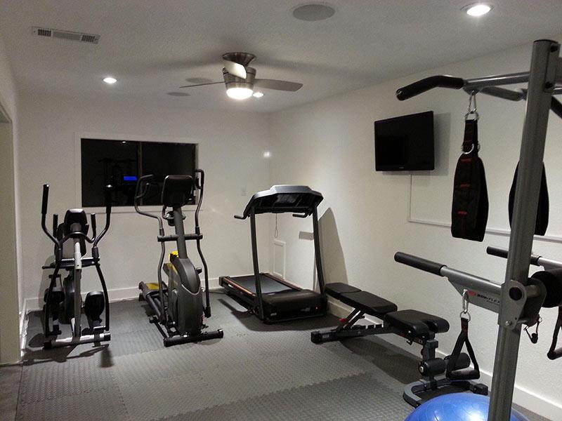Setup phòng gym có nhiều máy tập