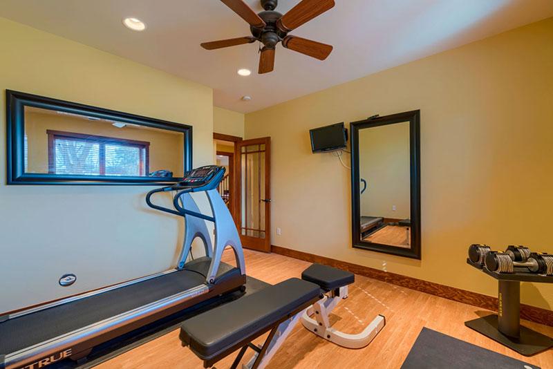 Phòng gym nhỏ ấm cúng, đơn giản
