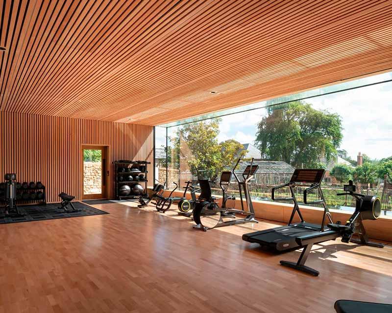 Mẫu phòng gym gia đình rộng rãi, hiện đại, cao cấp