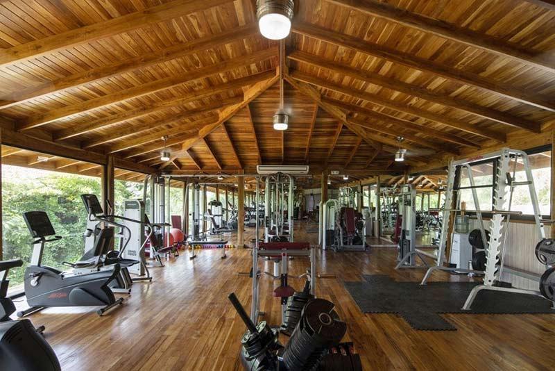 kinh-doanh-khach-san-co-phong-gym