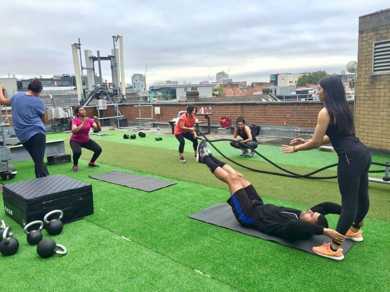 tap-gym-ket-hop-yoga