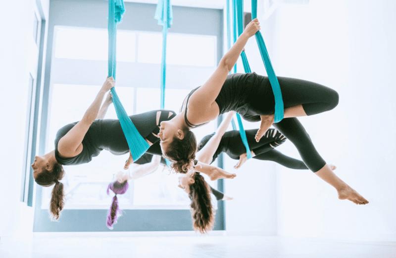 su-khac-biet-giua-yoga-bay-va-yoga-truyen-thong